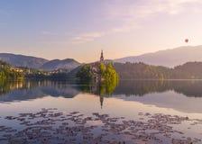 Blödd sjö i Slovenien på soluppgång arkivfoto