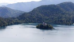 Blödd sjö med kyrkan på ön, Slovenien, Europa Arkivfoton
