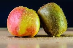 Apple med kiwien Royaltyfri Fotografi
