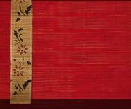 Blühen Sie Bambusfahne auf rotem hölzernem Hintergrund 2 Lizenzfreie Stockfotos