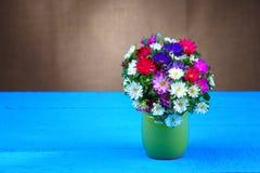 Blühen Sie Blumenstrauß im Vase Stockfoto