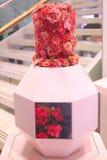 Blühen Sie Bombe durch Viktor u. Rolf während des berühmten Zeigunges Macy's-einjähriger Blume im Macy's Herald Square lizenzfreies stockfoto