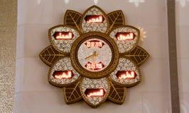 Blühen Sie shpaed Uhr auf der Wand von Sheikh Zayed Grand-Moschee Stockfotografie