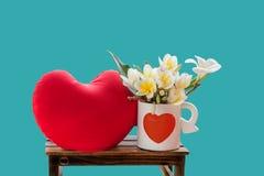 Blühen Sie weißen Plumeria oder Frangipani in reizendem Herzmuster whi Stockbild