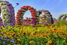 Blühende Blumenbögen Stockbild