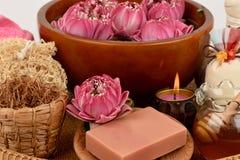 Blütenstaub Lotus, Lotus Flower und Seife, handgemachte Seifenbadekurortblume von Thailand Lizenzfreie Stockfotos