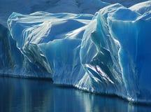 blå is Arkivbild