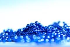 Blå abstrakt julgarneringbakgrund Arkivfoto