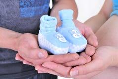 blåa lilla booteesbarnhänder s Fotografering för Bildbyråer