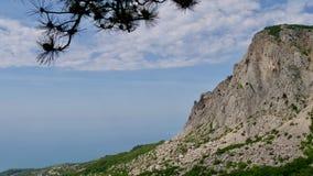 Bl?a berg och bl?tt hav svart crimea hav royaltyfri fotografi