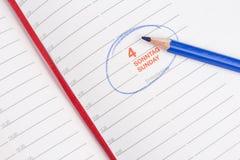 Blå blyertspenna och anteckningsbok Fotografering för Bildbyråer