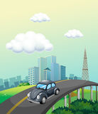 Blå himmel och bil Arkivfoto