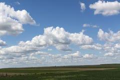 Bl? himmel och moln himmel, himmelbakgrund med mycket sm? moln arkivfoton