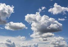 Bl? himmel och moln himmel, himmelbakgrund med mycket sm? moln royaltyfri fotografi