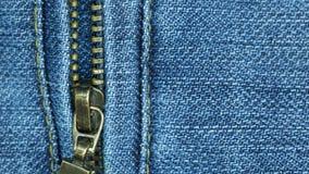 Blå jean och blixtlås för närbild för textur och bakgrund Arkivfoto
