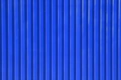 blå metalltegelplatta Arkivbild