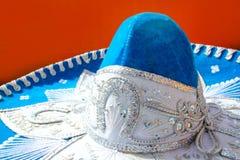 Blå mexikansk hatt för Charro mariachi Arkivbilder