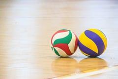 Blå och gul volleyboll Royaltyfria Foton