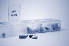 blå pillsorterare Royaltyfria Bilder