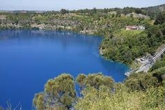 Blå sjö, montering Gambier, södra Australien Arkivbild
