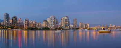 Blå timme på falsk liten vik Vancouver BC Kanada Royaltyfri Foto