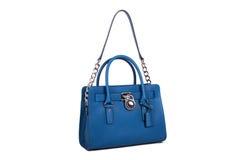 Blåa läderkvinnors handväska på vit bakgrund Royaltyfria Foton