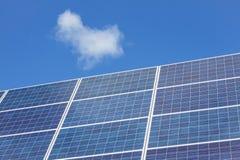 blåa paneler sluttade sol- sikt Royaltyfria Foton