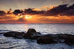 black över havssoluppgång Arkivfoton