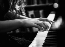 Free Black And White Photo Of Young Lady Playing The Piano Royalty Free Stock Photography - 174678267