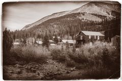 Free Black And White Sepia Vintage Photo Of Old Western Wooden Buildings In St. Elmo Gold Mine Ghost Town In Colorado Stock Images - 141699254