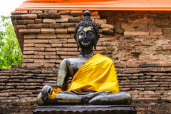 Black Buddha Statue and old chedi in Wat Lok mo lee , Chiangmai Royalty Free Stock Photos
