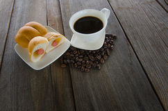 Black coffee with Bread stuffed with Sausage on a wood backgroun Stock Photography