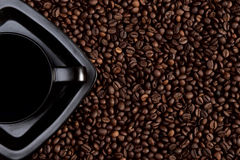 Black coffee cup on coffee beans Royalty Free Stock Photos