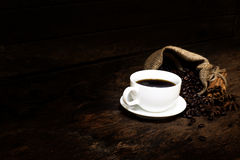 Black coffee in a cup of coffee with cinnamon sticks Royalty Free Stock Images