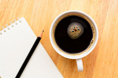 Black coffee and notepad Royalty Free Stock Photos