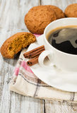 Black coffee and oatmeal cookies Royalty Free Stock Images