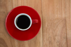 Black coffee served in red cup Royalty Free Stock Photos