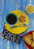 Black coffee with snacks Royalty Free Stock Photos
