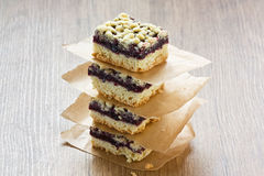 Black currant crumble pie bars Royalty Free Stock Photos