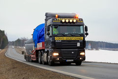 Black DAF XF 105 Semi Hauls Oversize Load Stock Images