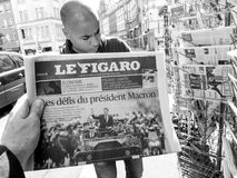 Black ethnicity man buys press reporting handover ceremony presi. PARIS, FRANCE - MAY 15, 2017: Le Figaro newspaper with black ethnicity man buying newspaper Royalty Free Stock Images