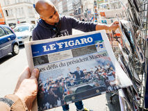 Black ethnicity man buys press reporting handover ceremony presi. PARIS, FRANCE - MAY 15, 2017: Le Figaro newspaper with black ethnicity man buying newspaper Royalty Free Stock Photography