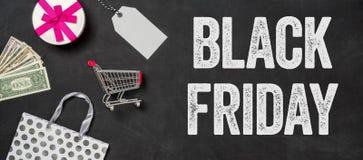 Black Friday écrit sur un tableau noir Photos stock