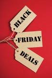 Black Friday negocia em etiquetas da venda - vertical Fotografia de Stock