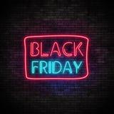 Black Friday-Neonlicht auf Backsteinmauer Stockbild