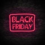 Black Friday-Neonlicht auf Backsteinmauer Lizenzfreie Stockfotos