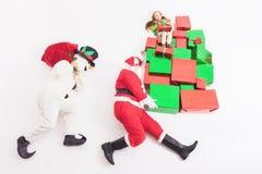 Black Friday 2016, Sankt und Schneemann, die Geschenkboxen liefern Stockfotografie