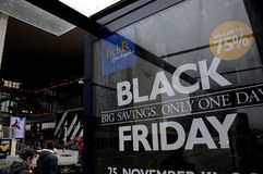 BLACK FRIDAY SHOPPERS AT FIELD SHOPPING CENTER Royalty Free Stock Image