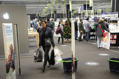 BLACK FRIDAY SHOPPERS AT FIELD SHOPPING CENTER Royalty Free Stock Images