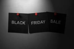 Black Friday sprzedaży pojęcia tekst pisać przez czerń papier Fotografia Stock